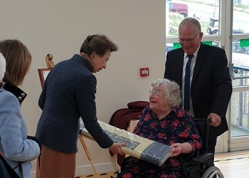 Princess Anne was presented with a length of Harris Tweed from the Stornoway mill by Margaret MacLeod, a former Kinloch Historical Society secretary.